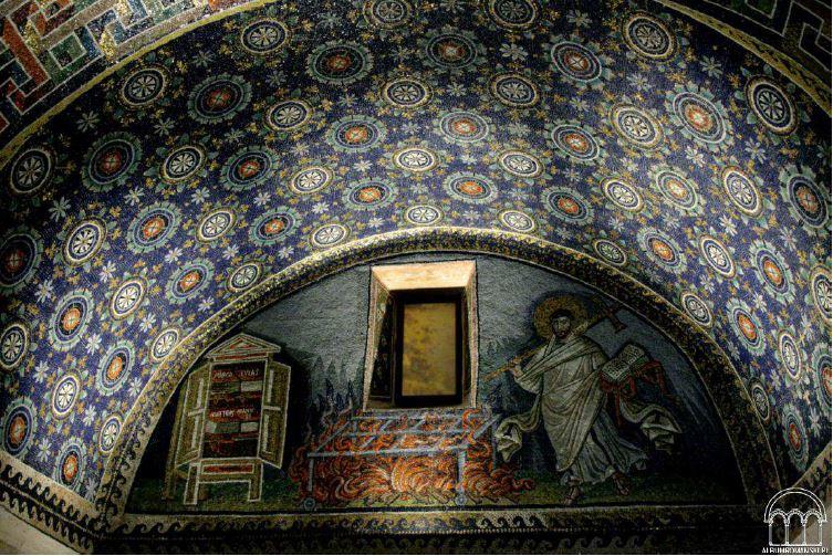 Mozaiki wewnątrz Mauzoleum Galli Placydii w Rawennie