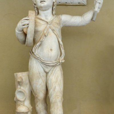 Marmurowa rzeźba ukazująca tańczącego Attisa, ku czci Kybele. Obiekt zlokalizowany w Muzeach Watykańskich w Rzymie