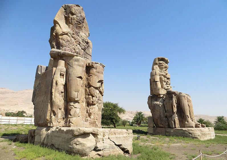 Kolosy Memnona w Tebach Zach