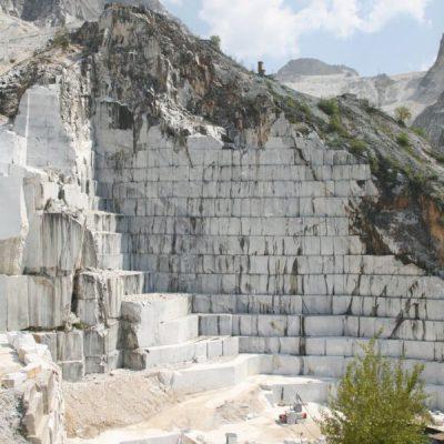 Współczesny kamieniołom, w którym wydobywa się marmur kararyjski