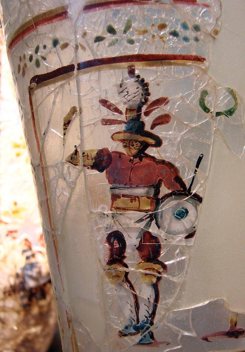 Rzymskie szklane naczynie, datowane na 52–125 rok n.e., znalezione w Begram w Afganistanie - mieście Królestwa Kuszanów
