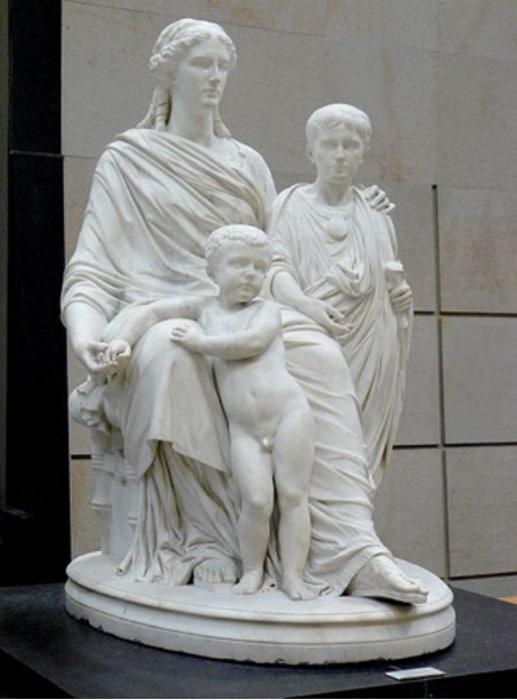 Statua ukazująca Kornelię i jej dwóch synów. Dzieło rzeźbiarza Jules Caveliera