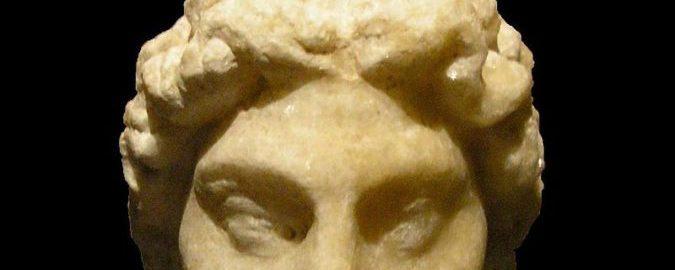 Głowa geniusza, czczonego przez rzymskiego żołnierza (obiekt znaleziony w Vindobonie, II wiek n.e.)
