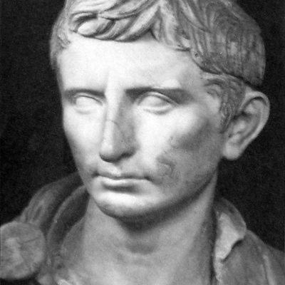 Posąg młodego Oktawiana