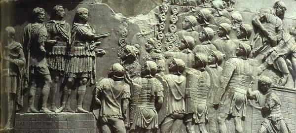 Płaskorzeźba ukazująca przemówienie cesarza