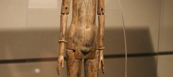 Rzymska lalka z kości słoniowej