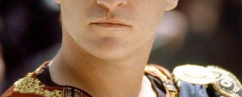Joaquin Phoenix jako Kommodus w filmie Gladiator