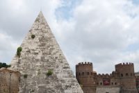 Piramide-with-Porta-S-Paolo