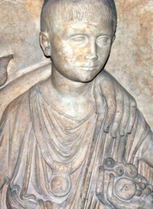 Rzymski chłopiec z bullą