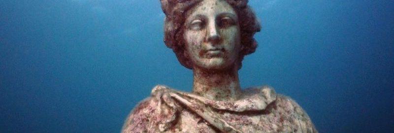 Posąg rzymski pod wodą w Baiae