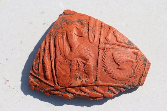Fragment czerwonej ceramiki