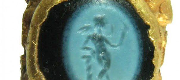 Złoty pierścionek z Kupidynem