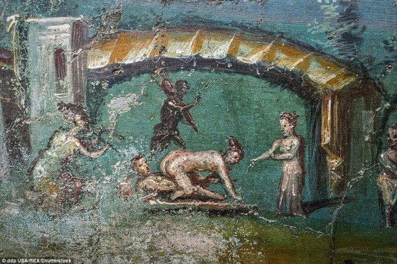 Wewnątrz odnowionych budynków w Pompejach
