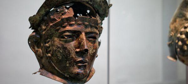 Rzymski hełm noszony przez elitarne jednostki w czasie zawodów jeździeckich. Datowany na I-II wiek n.e.