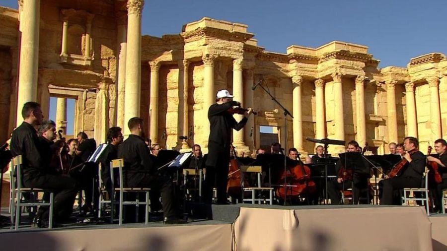 Rosyjski maestro gra w Palmyrze