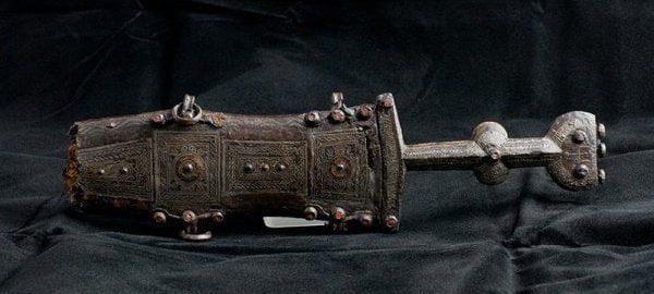 Roman short dagger with a shield