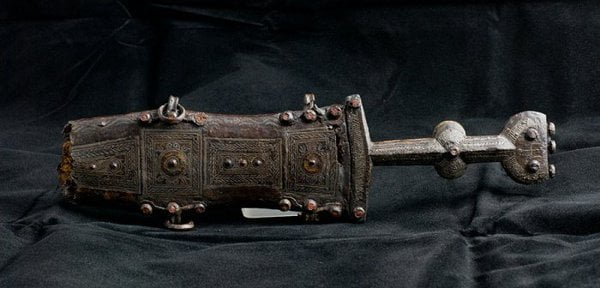 Roman short dagger with cover