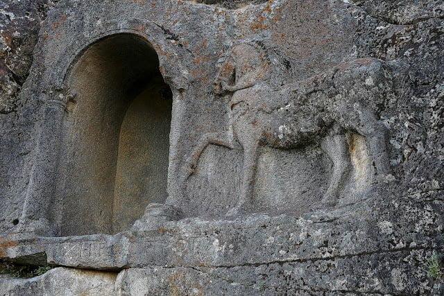 Licząca 2000 lat inskrypcja z zasadami wyścigów konnych
