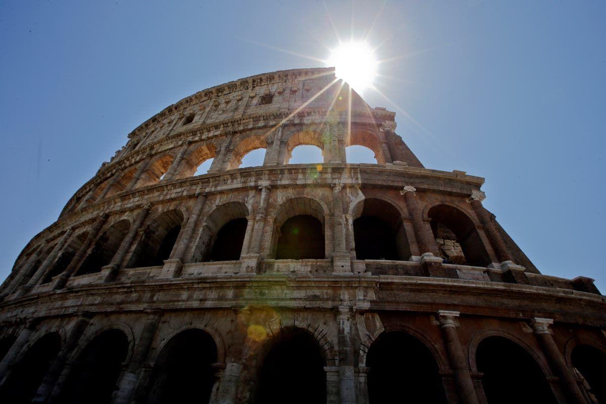 Po usunięciu sadzy i brudu Koloseum odżyło