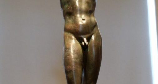 A statue of a boy praying
