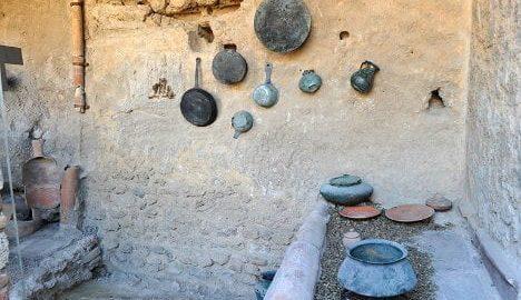 Odrestaurowana kuchnia w Pompejach