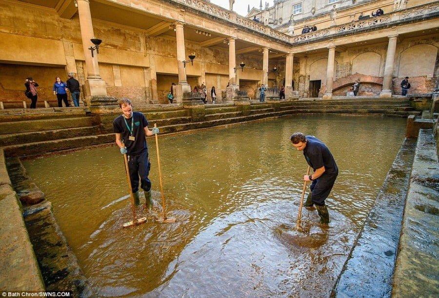 Odpompowano 250 tys. litrów wody w rzymskich termach w Bath