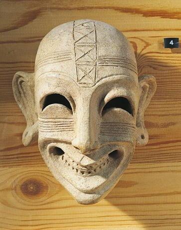 Datowana na IV wiek p.n.e. fenicka maska, znaleziona w Tunisie.