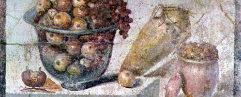 Martwa natura ukazująca kosz owoców i wazy