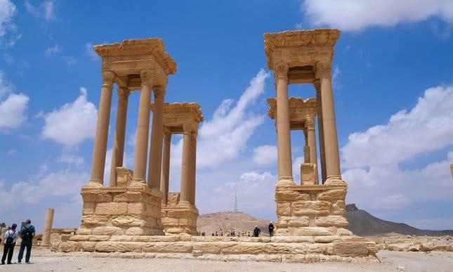 ISIS zniszczyło tetrapylon w Palmyrze
