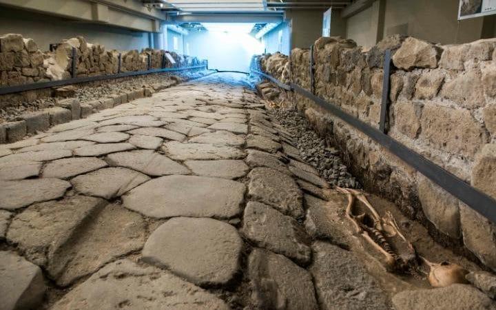 Pod restauracją McDonald's odkryto rzymską drogę