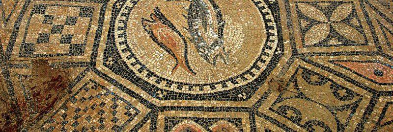 Mozaika chrześcijańska we wczesnym kościele w forcie rzymskim w Megiddo (północ Izraela).