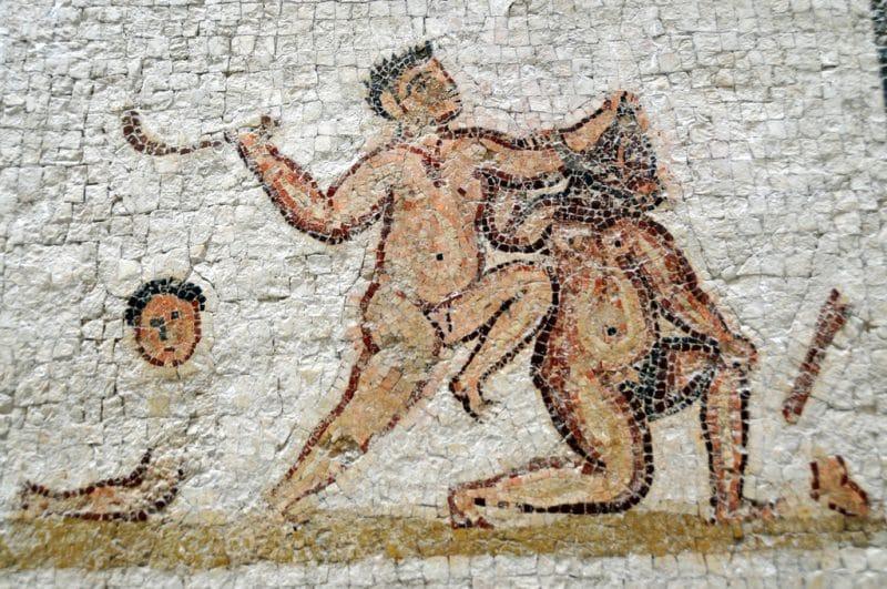 Rzymski obywatel był poddawany ścięciu.
