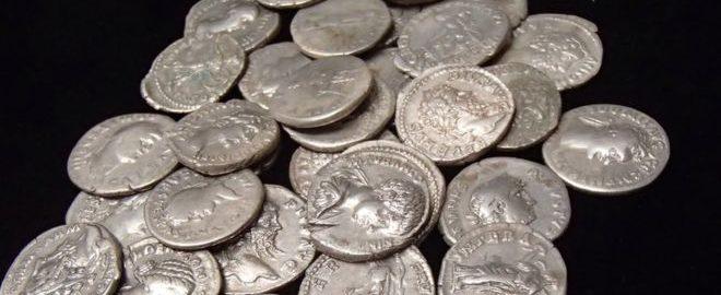 Odkryte rzymskie monety w Overton uznano za skarb