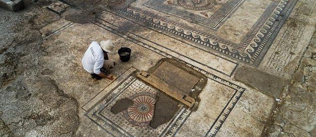 Niejasne losy rzymskiej mozaiki z Uz?s