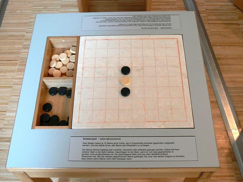 Ludus latrunculorum - współczesna rekonstrukcja gry