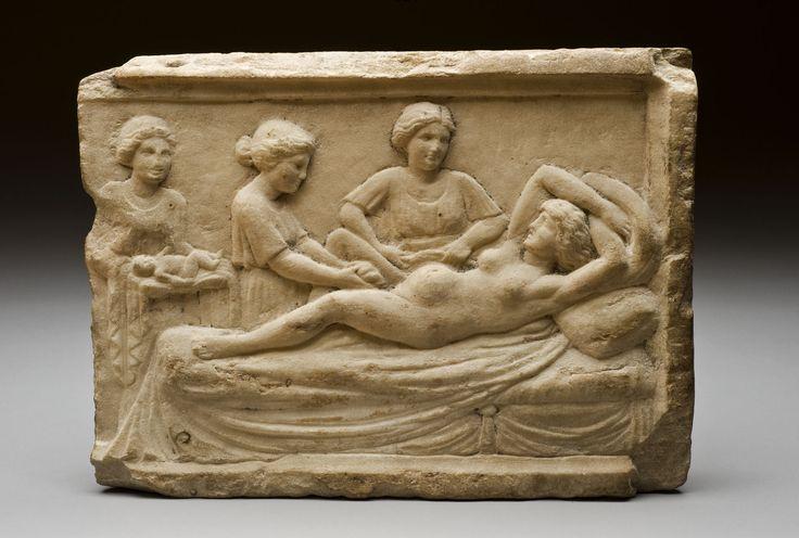 Scena rodzenia na rzymskiej rzeźbie