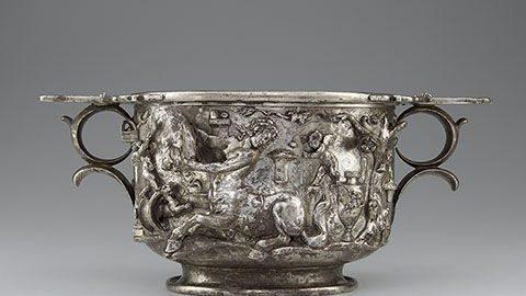 Rzymski puchar z detalami ukazującymi centaury