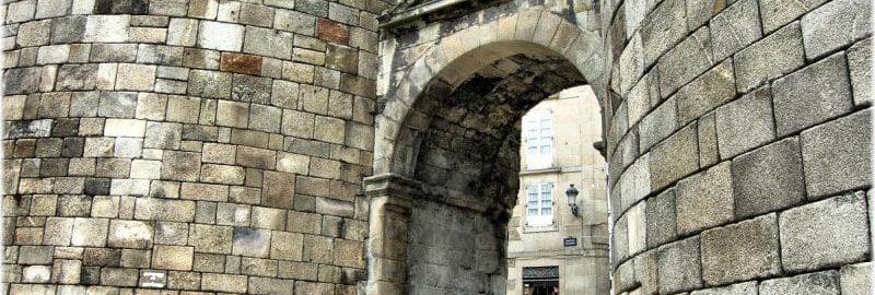 Świetnie zachowana rzymska brama w Lugo