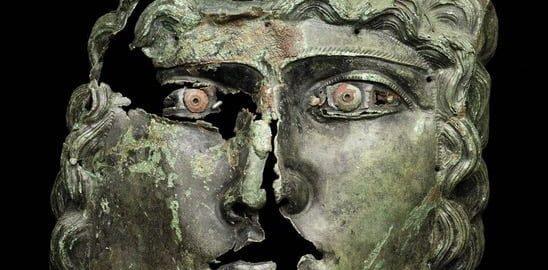 Rzymska maska noszona przez jeźdźca