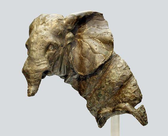 Rzymska statuetka ukazująca słonia bojowego