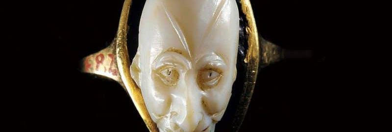 A Roman cameo with gilded sides and an agate face