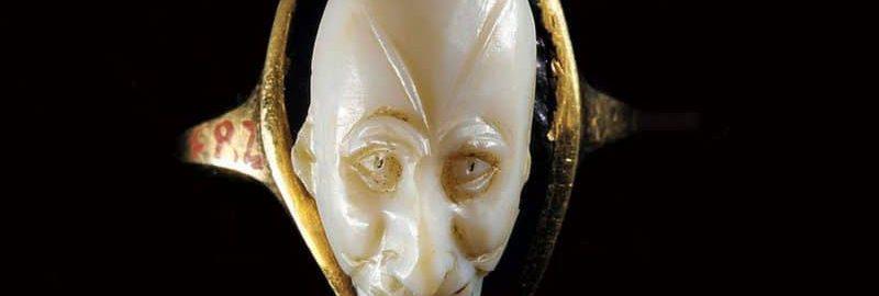 Rzymskiecameoz pozłacanymi bokami i wykonaną z agatu twarzą