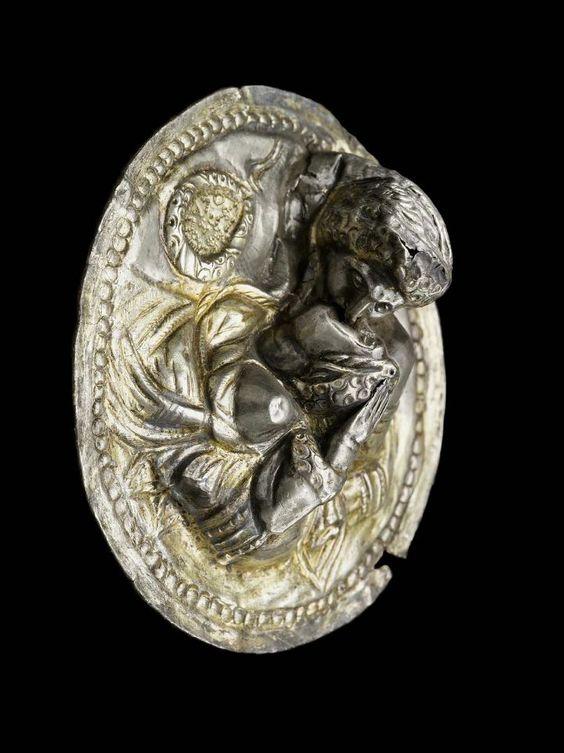 Roman kiss on ornament