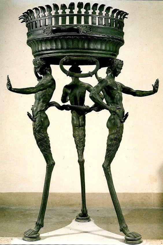Rzymski stojak dekoracyjny
