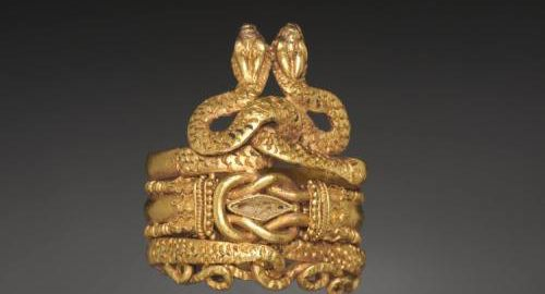 Roman golden ring, depicting a serpent
