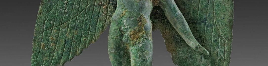 Rzymska statuetka ukazująca lecącego Amora