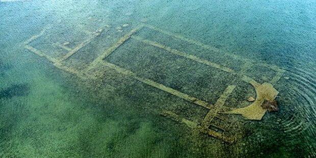 W Turcji na dnie jeziora znajdują się ruiny bazyliki rzymskiej