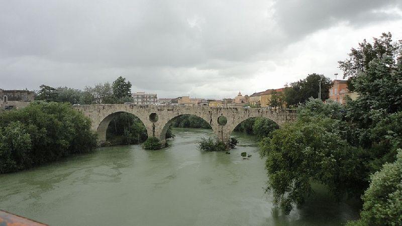 Rzymski most nad rzeką Volturno