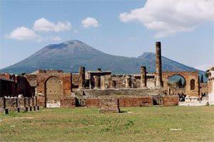 Pompeje z Wezuwiuszem w tle