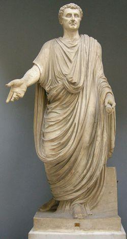 Statua przedstawia odrestaurowaną postać z głową cesarza Nerwy